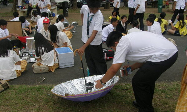 800px-SOLAR_COOKER_001